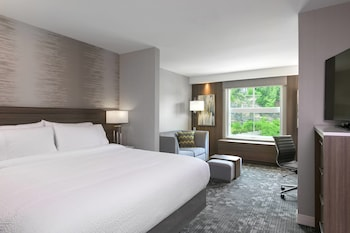 Guestroom at Courtyard by Marriott Edgewater NYC Area in Edgewater