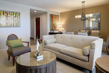 4 Bedroom Executive Unit with 1 King bed, 1 Queen bed, 3 Full beds