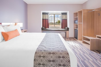 Microtel Inn & Suites by Wyndham Cuauhtemoc - Guestroom  - #0
