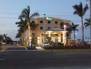 Hotel - Holiday Inn Express & Suites Boynton Beach West