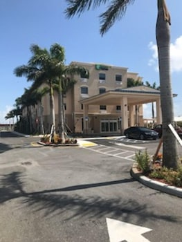 Holiday Inn Express & Suites Boynton Beach West