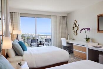 Room, 2 Queen Beds, Balcony, Ocean View (Ocean View Room, 2 Queen Beds)