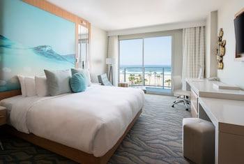 Room, 1 King Bed, Balcony, Sea Facing (Ocean Front Room, 1 King Bed)
