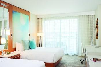 Room, 2 Queen Beds, Balcony (Partial Ocean View Room, 2 Queen Beds)