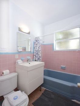 Art Deco Drexel Apartments - Bathroom  - #0