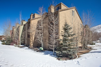 Hotel - Snowcrest Condos by Wyndham Vacation Rentals