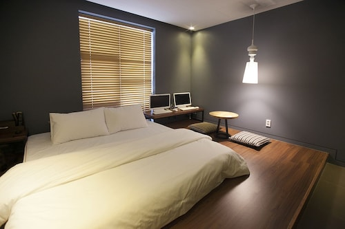 Brown Dot Hotel, Gimhae