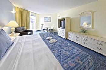 Standard Room, 1 King Bed, Partial Ocean View