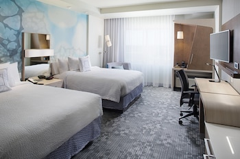 Guestroom at Courtyard by Marriott Dallas Carrollton in Carrollton