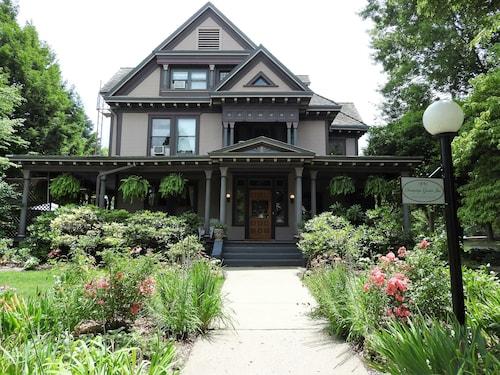 Champaign Garden Inn, Champaign