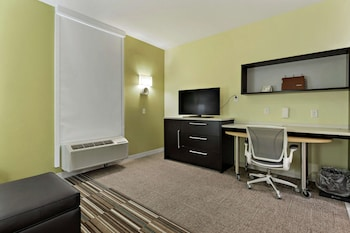 Suite, 1 King Bed, Accessible, Non Smoking (Roll In Shower)