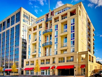 Hotel - Global Luxury Suites in Rosslyn