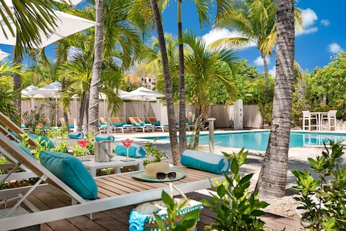 . The Oasis at Grace Bay
