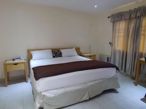 Mikagn Hotel and Suites, Akinyele