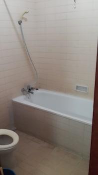 Hotel Surya Indah Cipanas - Bathroom  - #0