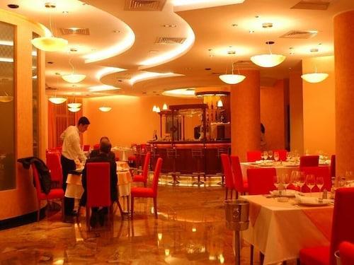 Celly Hotel, Pitesti