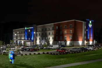 Holiday Inn Express & Suites Charlotte Airport photo