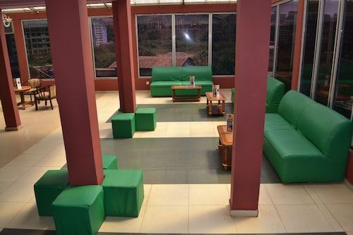 Felicia Hotel, Mfoundi