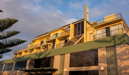 Newcastle Beach Hotel, Newcastle - Inner City