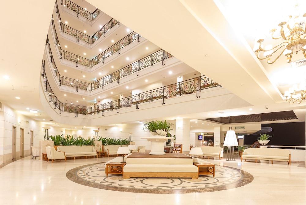 パラジア ホテル プラーウ
