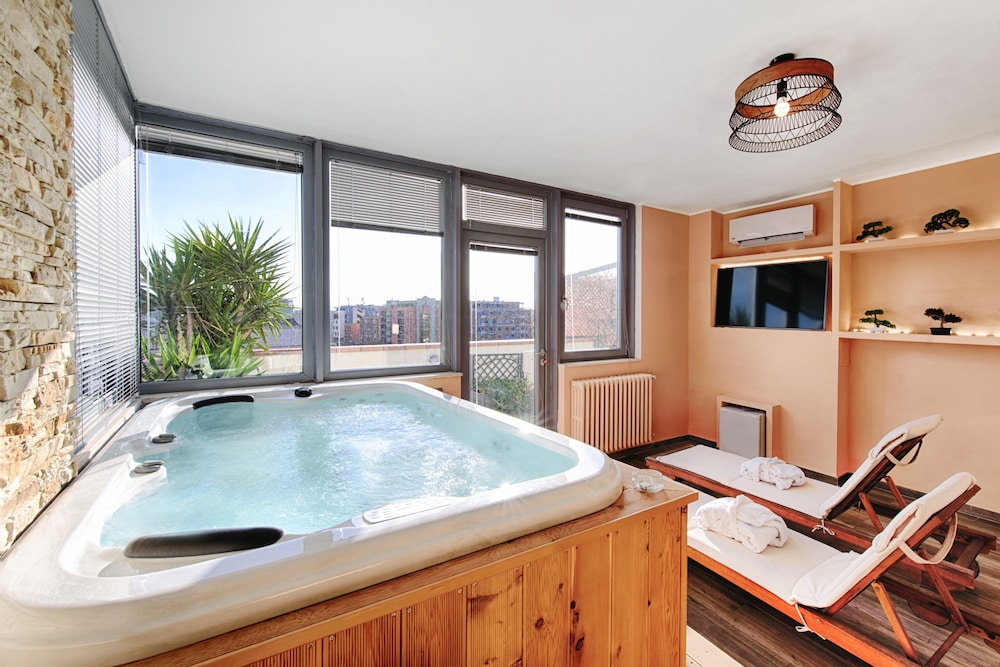Hotel Penthouse Station Luxury Suites & Apts