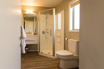 Shotover Country Cottages - Bathroom  - #0