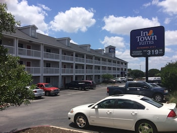 InTown Suites Austin Lamar Blvd. 1.2 Miles From Copper Mill Apartments