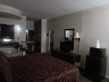 Room, 1 King Bed, Non Smoking, Jetted Tub (No Pets)
