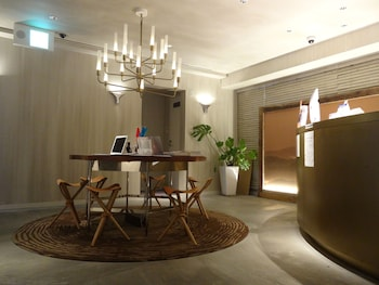 THE WALL HOTEL Reception