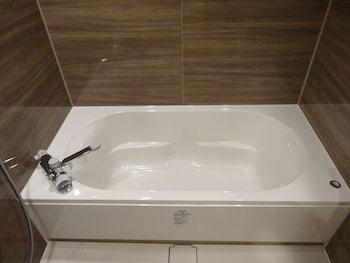 THE WALL HOTEL Deep Soaking Bathtub
