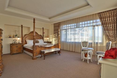 . Bon Hotel City & Resort