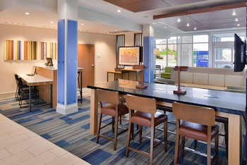 Hotel - Holiday Inn Express & Suites Madison