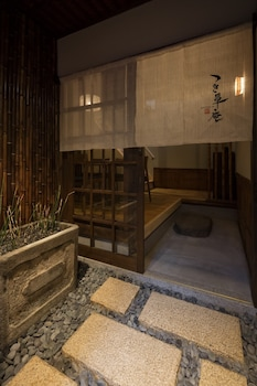 TSUKIKUSA-AN Property Entrance