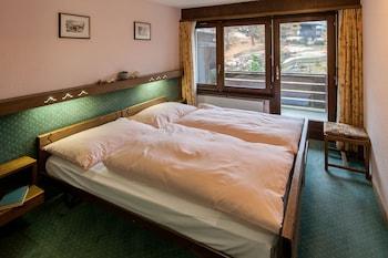 Standard Condo, 3 Bedrooms, Mountain View, Corner ((12))