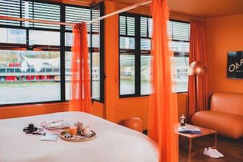 Suite designer sunset Seine view