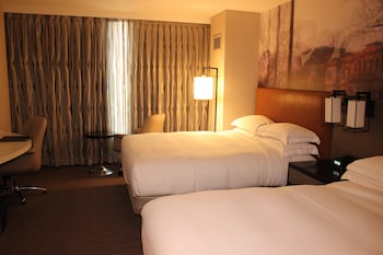 Premium Room, 2 Queen Beds, Accessible, Bathtub (High Floor, Access Bathtub)