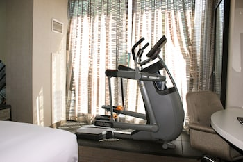 Room, 1 King Bed, Accessible (Cardio, Hearing Access Roll-in Shwr)