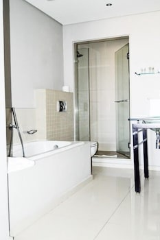 Infinity Self-Catering Apartments - Bathroom  - #0