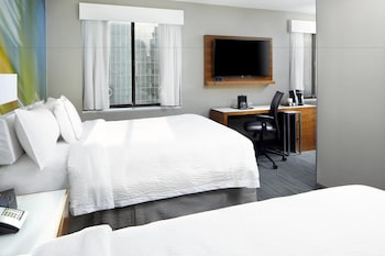 Guestroom at Courtyard New York Downtown Manhattan/World Trade Center in New York