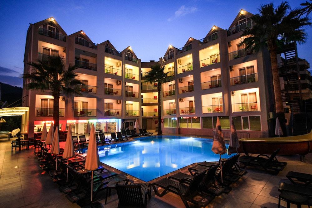 Palmea Hotel, Featured Image
