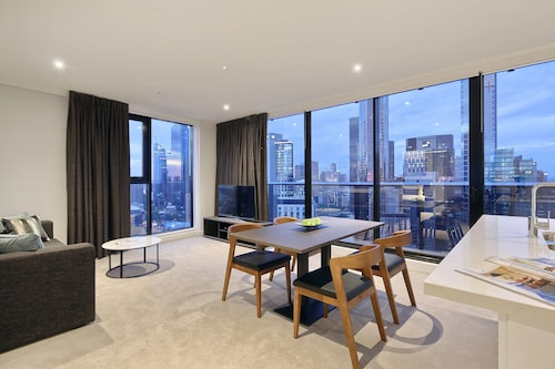 Experience Bella Hotel Apartments, Melbourne