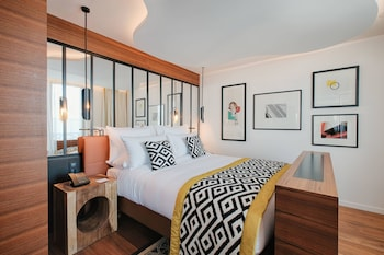 Room, 1 King Bed, Non Smoking, City View (Bobo Room)