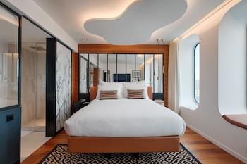 Room, 1 Queen Bed, Non Smoking, View (Urban Room)