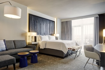 King Hearing-Accessible Suite with Balcony