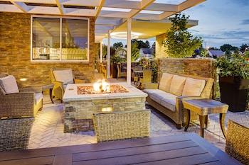 卡爾普雷斯花園市萬豪春季山丘套房飯店 Springhill Suites by Marriott Carle Place Garden City