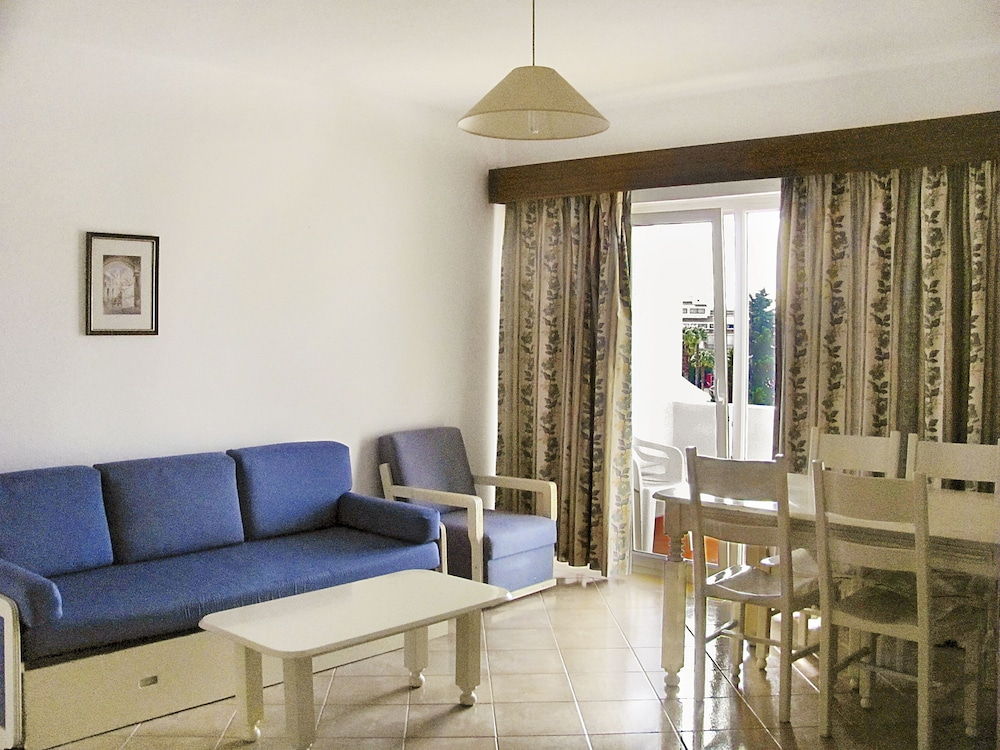 Cheerfulway Minichoro, Living Room