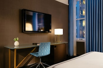 Deluxe Room, 2 Queen Beds, Accessible (Roll-In Shower)