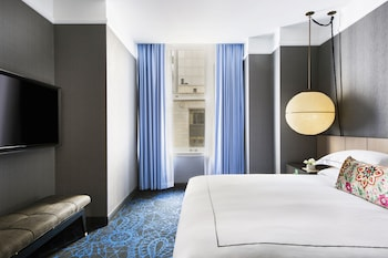 Deluxe Room, 1 King Bed (Roll-In Shower)