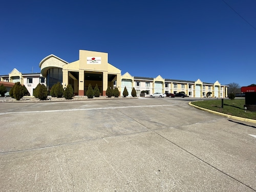 . Rose City Inn & Suites