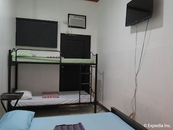 MOUNTAIN BREEZE HOSTEL TAGAYTAY CENTER Room